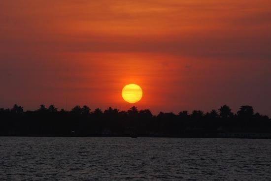 Taj Malabar Resort & Spa Cochin: The gorgeous sunset