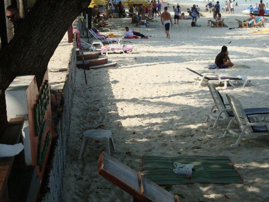 Le Paradis Boutique Resort & Spa: le laisseraller a la plage,n'importe quoi ... rien n'est ramassé et rien donne envie d'y aller