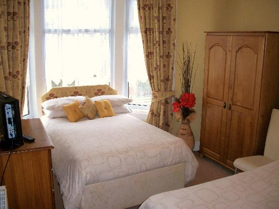 Bedmond Hotel : Family bedroom