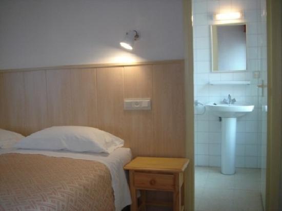 Hostal Rom: Twin Bedroom