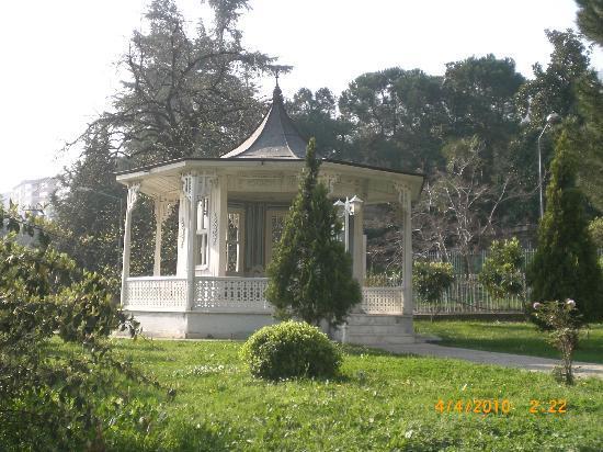Ataturk Museum: Alcove in the garden