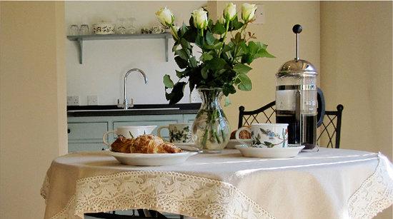 Burghurst Lodge: Breakfast Table