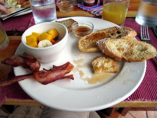Table Rock Jungle Lodge: Breakfast at Table Rock - I had the French Toast 3 days in a row!