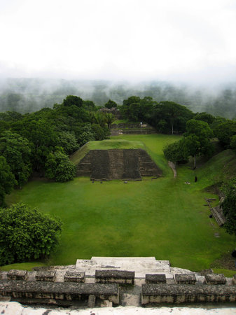Table Rock Jungle Lodge: A misty morning at Xunantunich