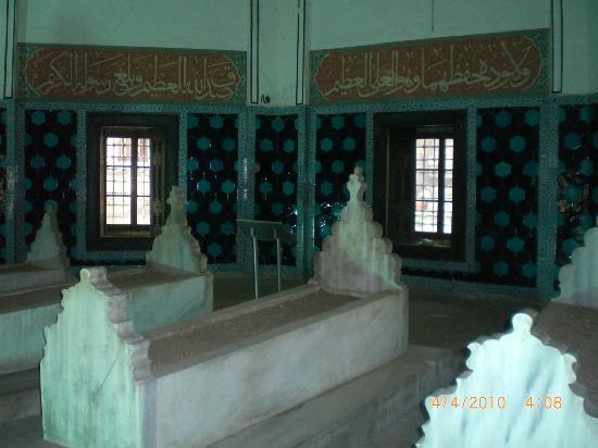 Muradiye Complex: Inside the Tomb of Prince Ahmet