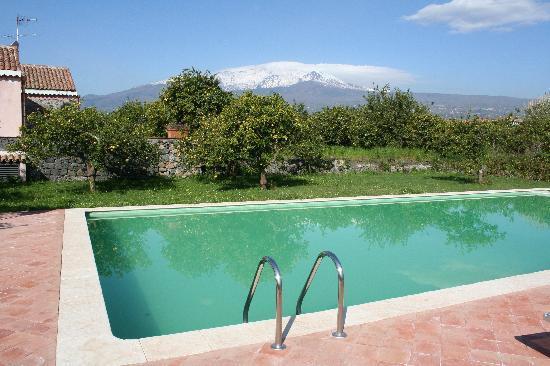 Riposto, Italien: Piscina con vista sull'Etna