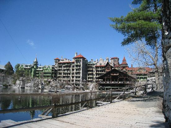 Mohonk Mountain House: View of the hotel