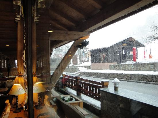 Chalet hotel La Marmotte : from the cosy lobby