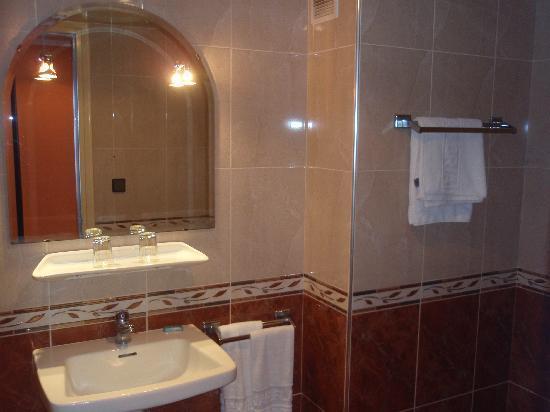 Tanjah Flandria: Baño room 423