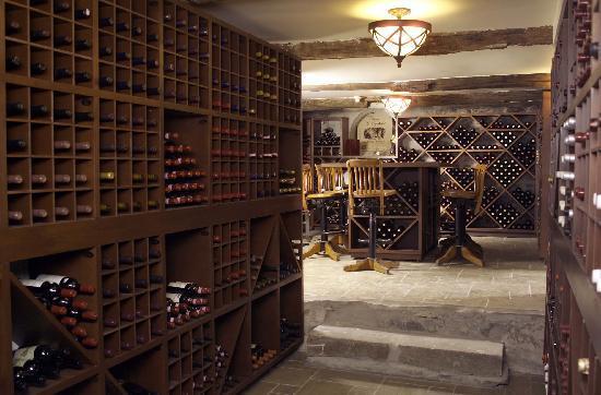 Manoir des Erables : Cave à vin