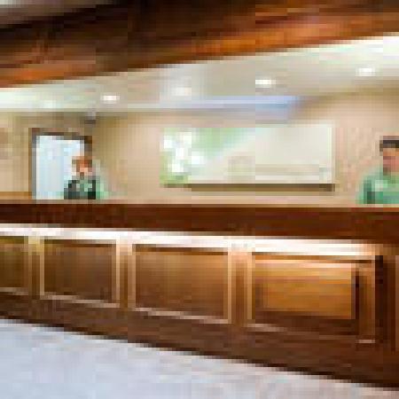 Holiday Inn Fond Du Lac: Front Desk