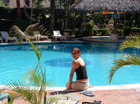 Hotel Suites Del Sol: the pool area