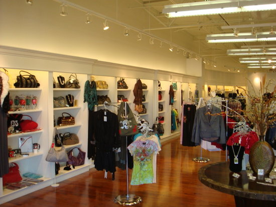 Darien Outlet Center: Crossroads (Boutique)