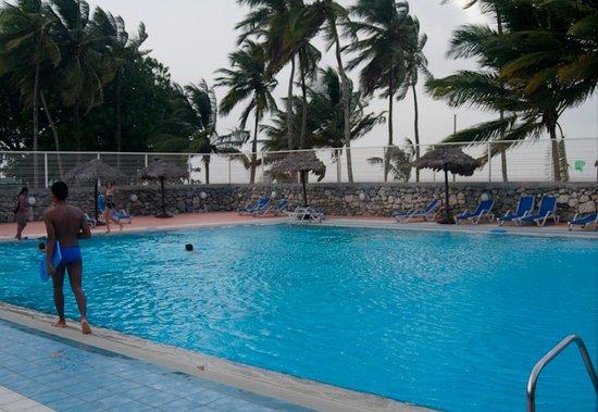 Hotel des Roches: Pool area