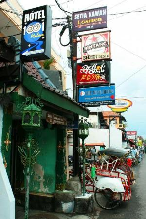 Malioboro Road: - jln Sosrowijayan Gg II - Malioboro, Yogyakarta