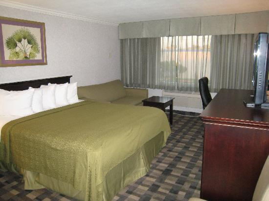 Quality Inn & Suites Montebello: Mini Suites
