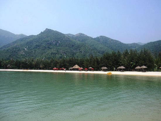 Diamond Bay Resort & Spa: the bay