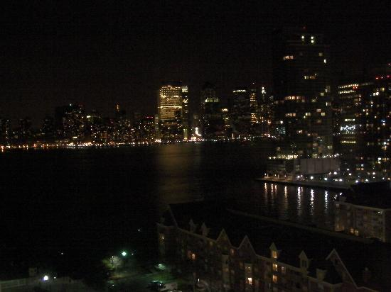The Westin Jersey City Newport: Night view 16th floor