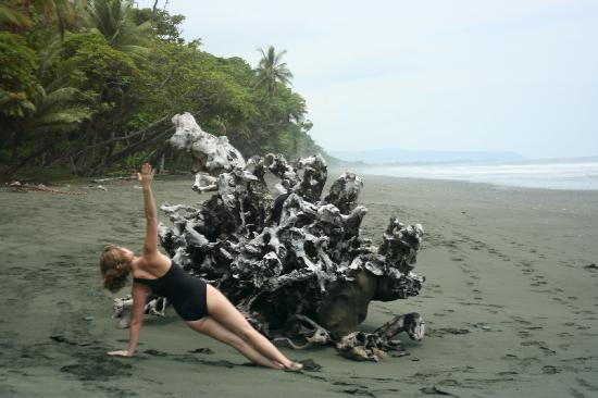 Carate, Costa Rica: Yoga on the beach!