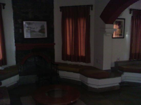 The Riverview Retreat: lobby