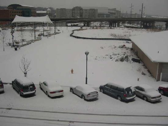 Stoney Creek Hotel & Conference Center - Moline: Snowfall at the parking