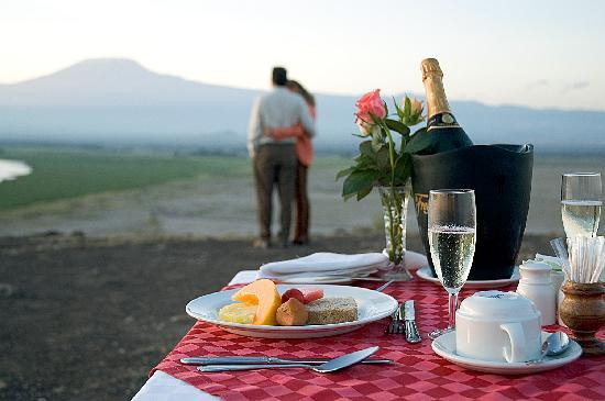 Ol Tukai Lodge: Champagne Breakfast