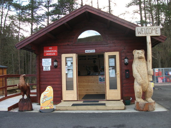 Pine Trees Leisure Park: Welcome to our Reception