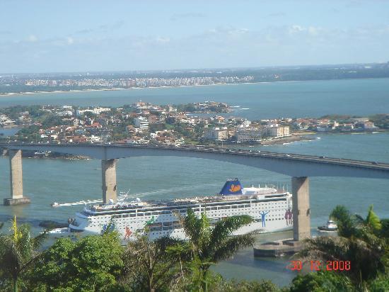 Vitoria ligada a Vila Velha pela Terceira Ponte - Vista do Convento