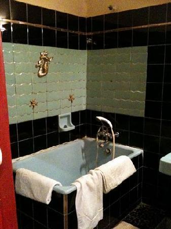 Hotel Peron: Salle de bains chambre 35