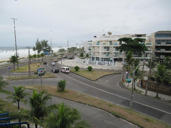 Hotel Praia Linda: Side view from non-renovated room
