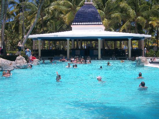 ClubHotel Riu Bambu: swim up bar
