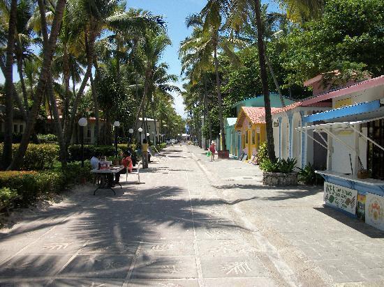 ClubHotel Riu Bambu: Caribbean Street
