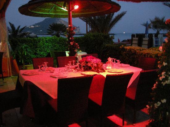 Bacoli, Italy: ristorante di sera