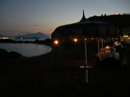 Bacoli, Italy: cena in riva al mare