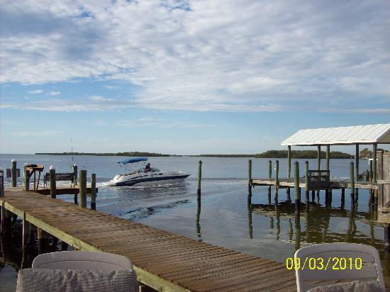 Matlacha Cove Inn: the dock,for your boat