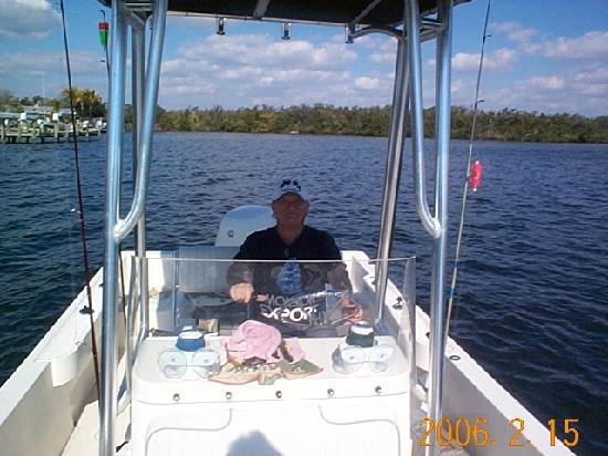 Bayfront Cottage Inn & Boatel: Capt'n mel