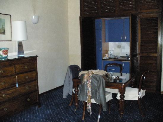 Aldrovandi Residence City Suites: KITCHEN