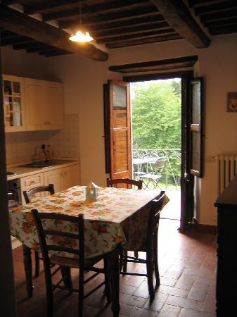 Tuscany Meanders holiday houses: kitchen