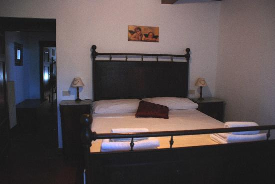 Tuscany Meanders holiday houses: double bedroom