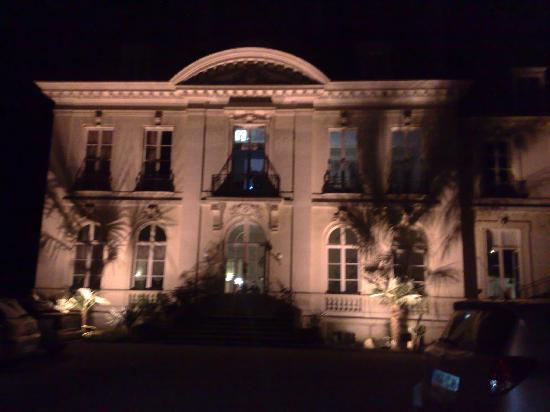 Chatellerault, Francia: Hotel at night