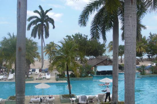 Couples Negril: overlooking the pool