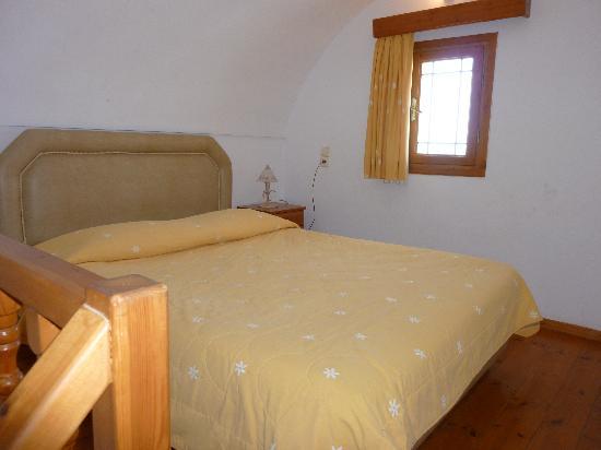 Anemomilos Suites: Room of maisonnete upstairs