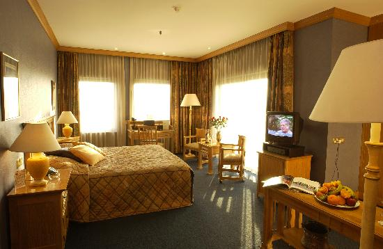 Jerusalem Meridian Hotel: Room