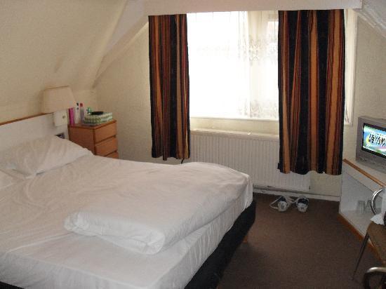 Hotel Vijaya: Bedroom