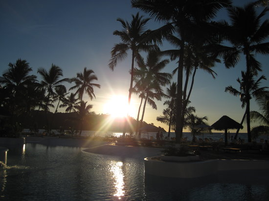 Andilana Beach Resort: tramonto sulla piscina