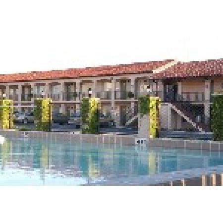 La Fiesta Ocean Inn & Suites: Pool area rooms