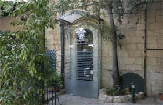 Jerusalem Meridian Hotel: Outside restaurant entrance