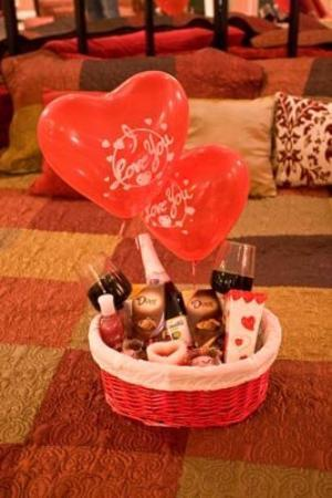 ‪إن أوف ذا دوف: Dove Gift basket‬