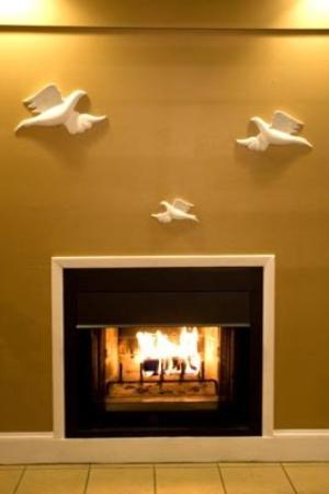 Inn of the Dove - Bensalem: Wood burning Fire place