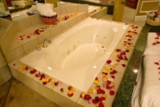 Inn of the Dove - Bensalem: Rose Petals Package and Candles Package